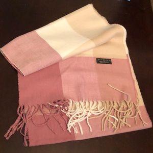 Burberry Cashmere scarf 🧣